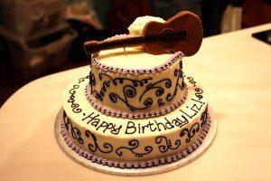 Su gimimo diena (tortas-gitara)